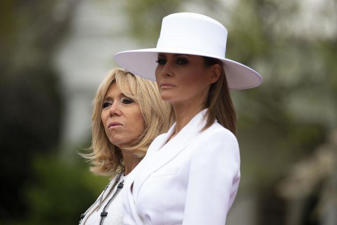 """Brigitte Macron begrijpt heel goed dat haar Amerikaanse collega minder emoties toont dan zij: """"Alles wordt besproken, té veel besproken. Ze heeft een sterke persoonlijkheid, maar doet hard haar best om het te verstoppen""""."""