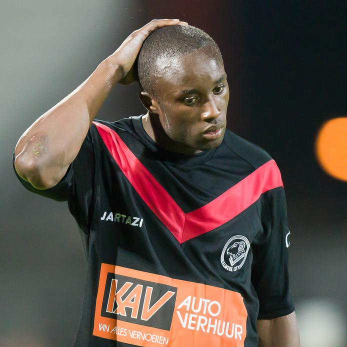 Touvarno Pinas in het shirt van Almere City