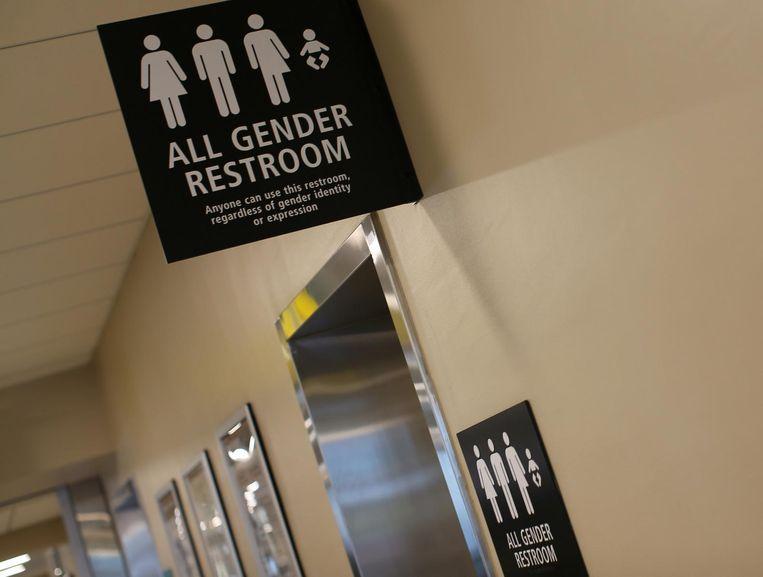Genderneutrale toiletten op het vliegveld van San Diego. Beeld reuters