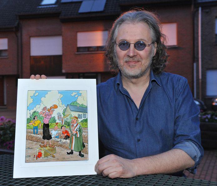 Tekenaar Luc Morjaeu met de schets.