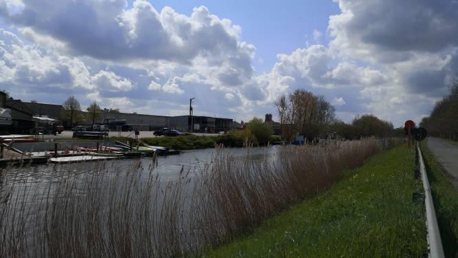 """Bedrijven krijgen loskade langs de IJzer: """"Minder vrachtwagens door het centrum wanneer het transport over het water kan"""""""