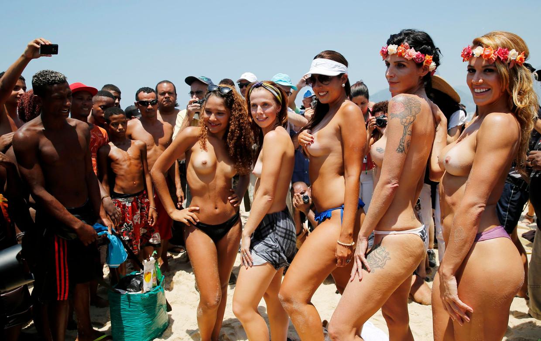 Topless vrouwen voeren protest