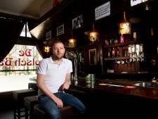 Deze Apeldoorners zouden een moord doen voor een drankje in hun stamcafé: 'Ik mis het echt heel erg'