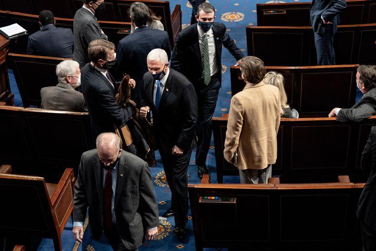 Alle senatoren zijn  in veiligheid gebracht, onder wie toekomstig vicepresident Kamala Harris en huidig vicepresident Mike Pence. Beeld EPA