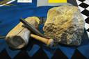 De steenhouwershamer doet al eeuwen dienst in de loge.
