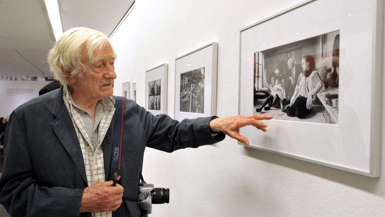 Marc Riboud bij een tentoonstelling. Beeld null