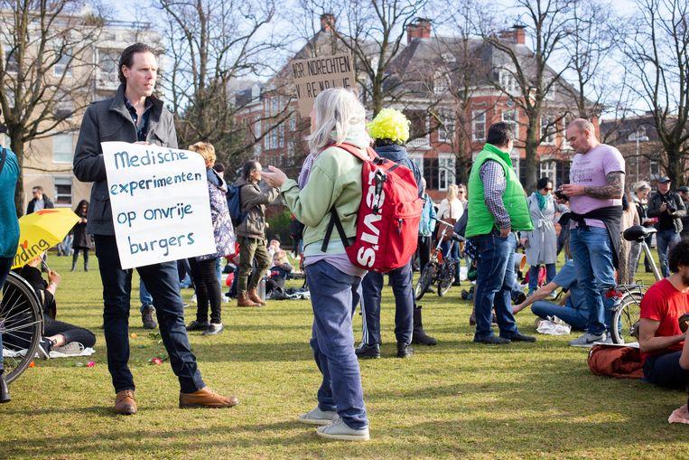 Protest tegen de coronamaatregelen op het Amsterdamse Museumplein. Beeld Hollandse Hoogte