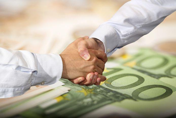 Een Broodfonds bestaat uit twintig tot vijftig ondernemers die elke maand een vast bedrag opzij zetten. Wie langdurig ziek is, krijgt van de anderen een schenking, maximaal twee jaar lang.