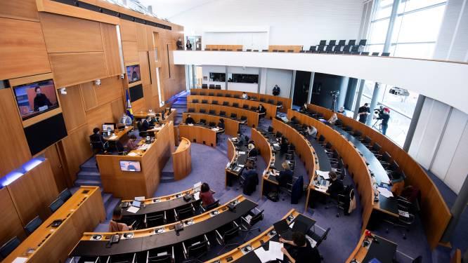 Brussels parlement neemt MR-voorstel rond levensbeschouwelijke symbolen in overweging, maar slaat dringende behandeling af