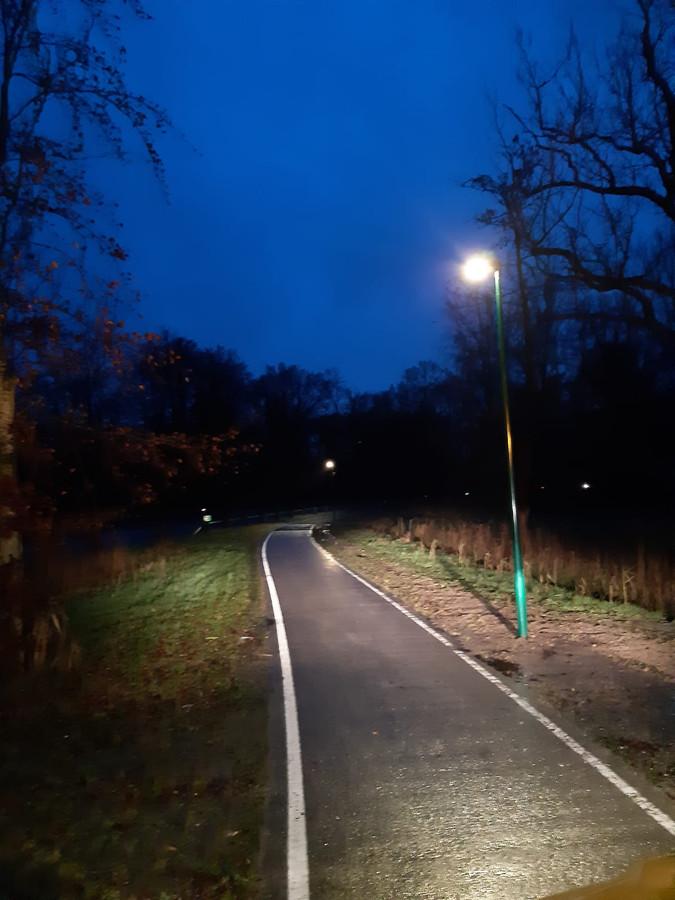 Nieuwe LED-verlichting bij fietspad tussen Chaam en Ulvenhout.