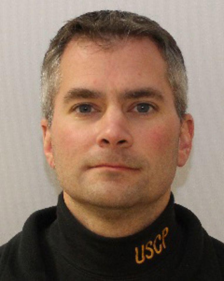 Politieagent Brian D. Sicknick raakte zwaargewond toen hij de relschoppers probeerde tegen te houden en overleed later in het ziekenhuis. Beeld EPA