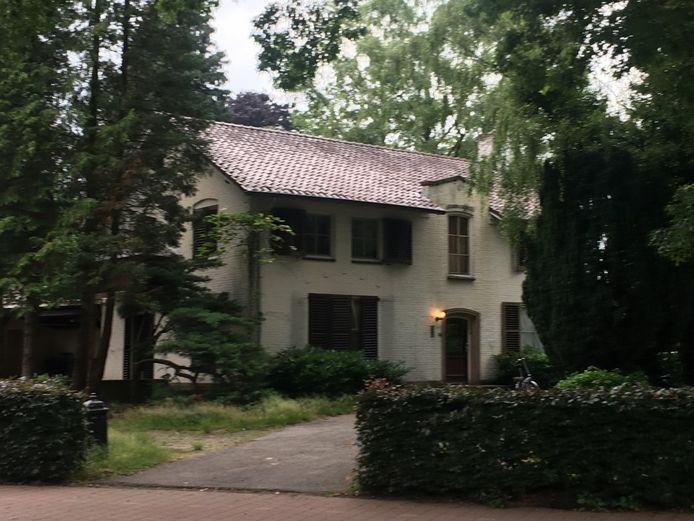 De villa aan de Nieuwstraat 100 in Eersel wordt gesloopt en moet plaatsmaken voor twintig zorgappartementen.