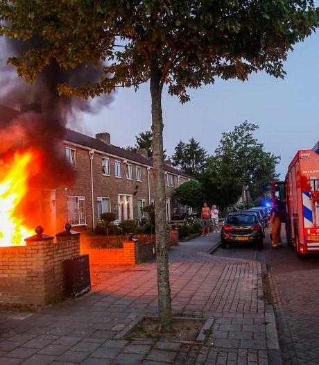 Twee auto's gaan kort na elkaar in vlammen op in Eindhoven, politie vermoedt brandstichting