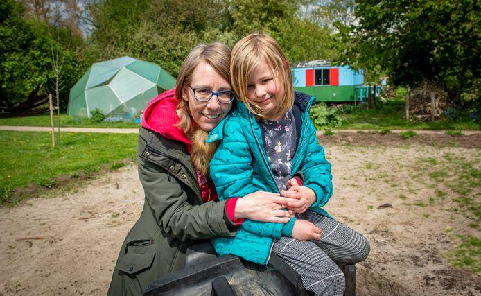 Moeder Linda van Dreunen is na een paar weken ervaring met de opvang voor haar dochter Mirre een grote fan van de BSO Plus bij de Kaardebol.