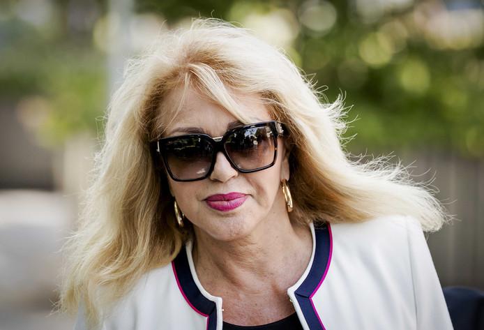 Patricia Paay onderweg naar de rechtbank.