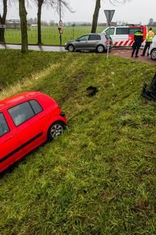 Auto rijdt van dijk na aanrijding tussen De Meern en Montfoort