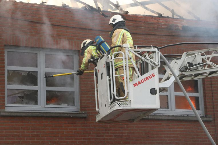 De brandweer had vier uur nodig om het vuur te blussen.