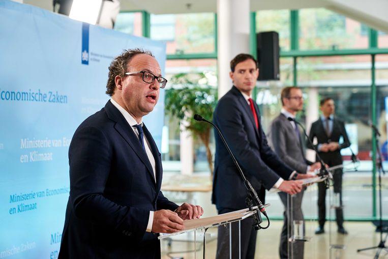 Minister Wouter Koolmees (Sociale Zaken en Werkgelegenheid), Wopke Hoekstra (Financiën) en Eric Wiebes (Economische Zaken en Klimaat). Beeld ANP