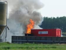 Landbouwvoertuig brandt uit in Wanneperveen
