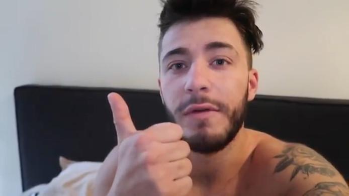 SnapKing in de video 'Ik ben vader', waarin hij volgers vroeg zijn nieuwe 0900-nummer te bellen en in de wacht te blijven staan.