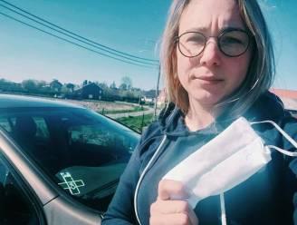 """Thuisverpleegster Sarah trekt in open brief aan de alarmbel: """"Het is oorlog, maar wij staan aan de frontlinie, zonder wapens"""""""