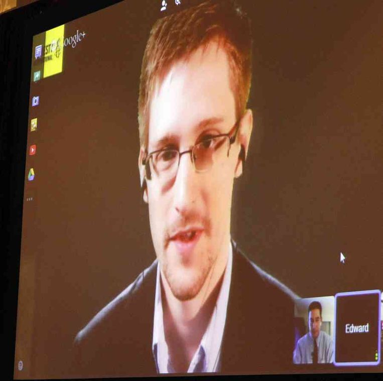 Edward Snowden en Glenn Greenwald (rechts onderin) Beeld reuters