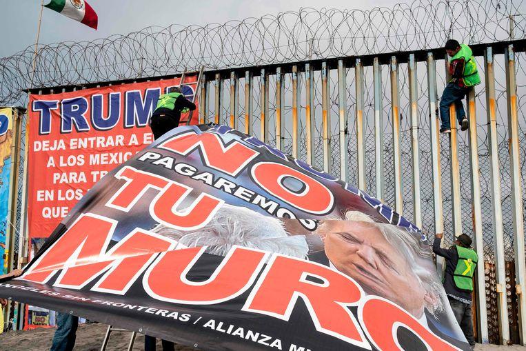 Protest tegen de grensmuur in Mexico, afgelopen zondag. Beeld AFP