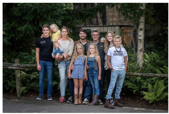 Annemarie Geerts en haar man Maarten hebben acht kinderen. Zij runt haar gezin als een bedrijf, met duidelijke regels, tijdschema's en overlegmomenten.