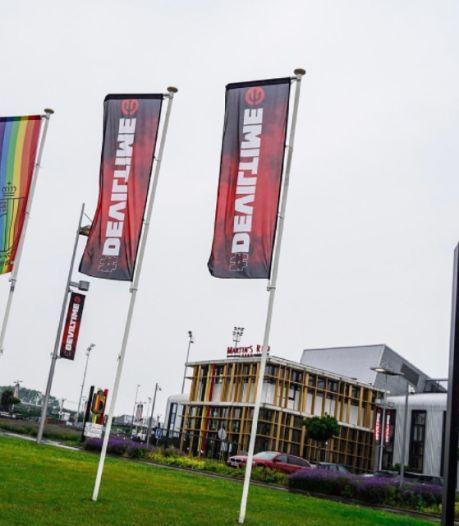 L'Union belge déploie un drapeau aux couleurs de l'arc-en-ciel à Tubize