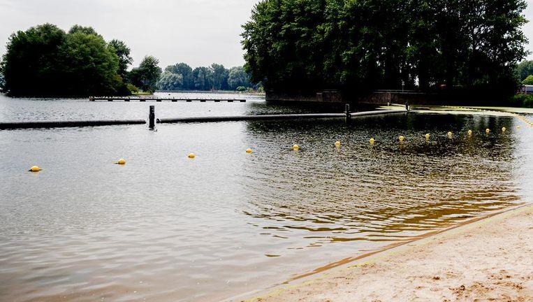 In de Sloterplas kun je beter niet gaan zwemmen. Beeld anp