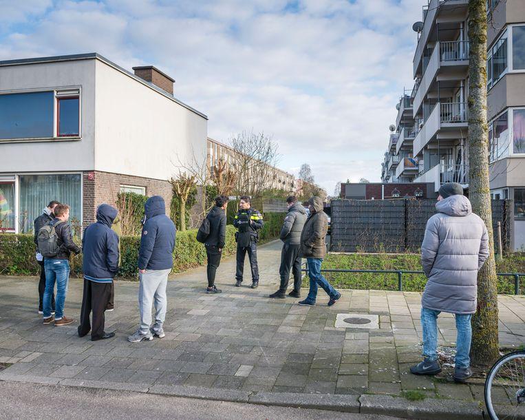 Politie doorzoekt een of meerdere woningen in de Utrechtse wijk Kanaleneiland. Beeld Hollandse Hoogte / Goos van der Veen