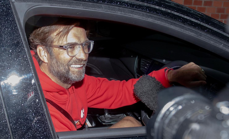 Jürgen Klopp komt thuis na het vieren van de landstitel.