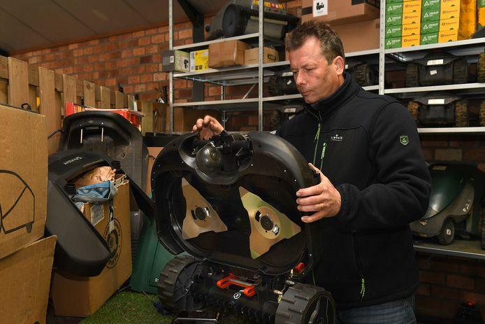 Kocken Grasmaaiers verkoopt en repareert Robot Grasmaaiers.