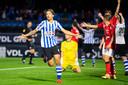 Enrico Hernandez viert zijn 3-1 tegen Helmond Sport.
