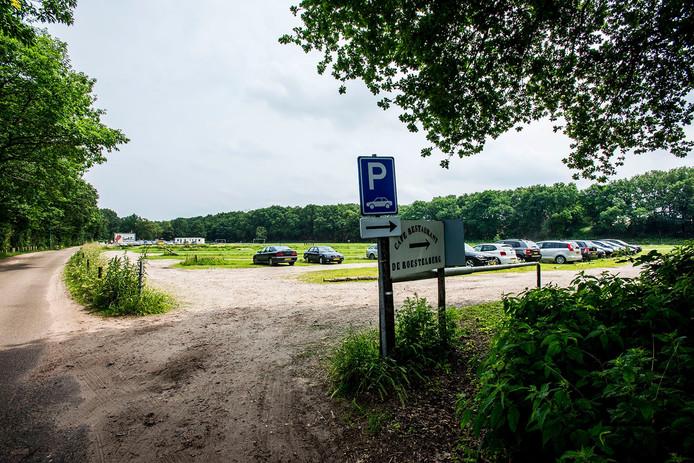 Het terrein wordt al gebruikt om auto's te parkeren