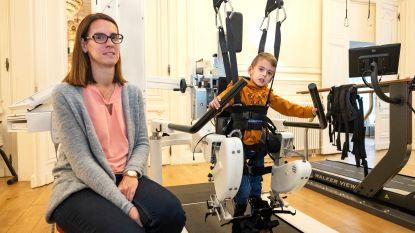 """Luca (4) kreeg hersenbloeding week na geboorte: """"Met staprobot moet hij ooit zelfstandig kunnen stappen"""""""