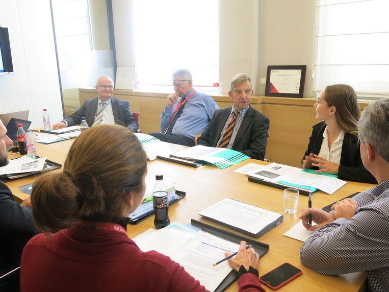 De 15-jarige Romane leidt de vergadering bij de MIVB.