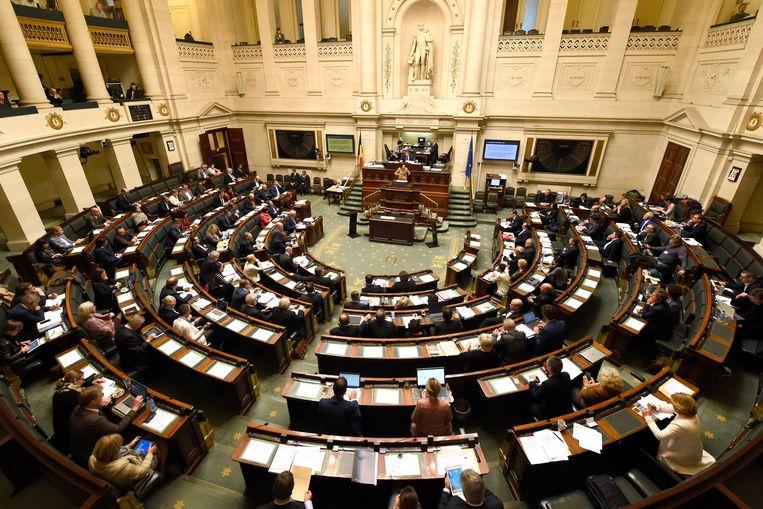 Vlaamse tieners hebben plots meer vertrouwen in onder meer het federaal parlement. Beeld Photo News