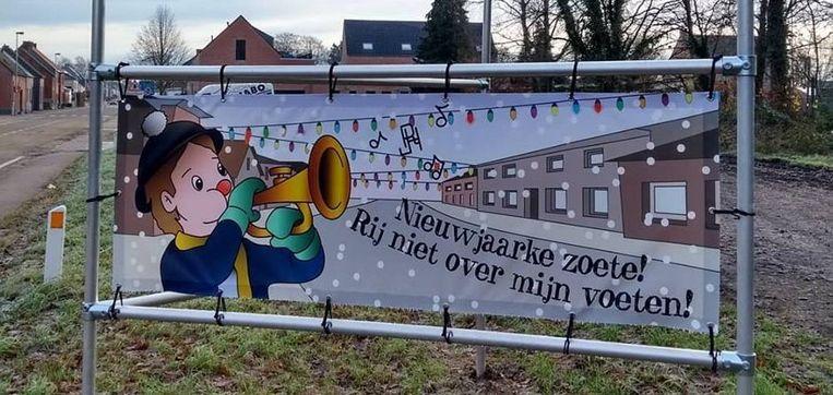 In Herenthout trekken nieuwjaarszangertjes op oudejaar door de straten