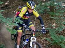 Oud-olympisch kampioen Bart Brentjens gaat in Haarle mountainbiken met een motortje: 'Makkie? Dat valt reuze tegen'