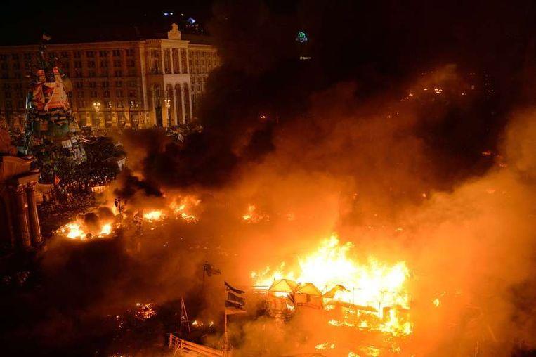 Het Onafhankelijkheidsplein in Kiev, dinsdagavond laat. Beeld afp