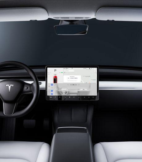 'Man tikt twee keer op beeldscherm Tesla, waarna er 12.000 euro van zijn rekening wordt gehaald'
