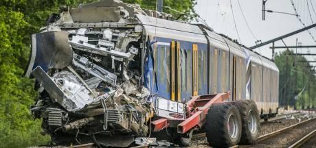 Trein botst op landbouwkar bij Hooghalen: machinist (58) overleden, twee reizigers lichtgewond
