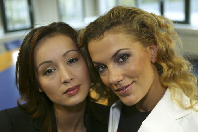 Jennifer en Tatum in 2003.