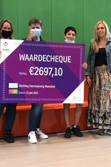 Middelbare school De Singel haalt bijna 2700 euro op voor Dierenopvang Maasland