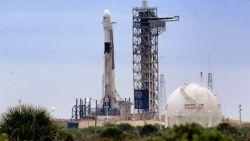 Beschimmelde voedselrepen voor muizen houden draagraket van SpaceX dag langer aan de grond