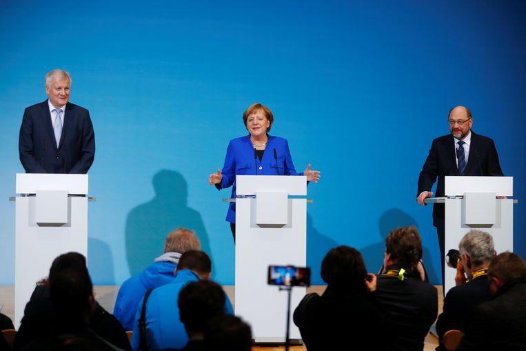 Seehofer, Merkel en Schulz op de presentatie van het eventuele regeerakkoord. Beeld REUTERS