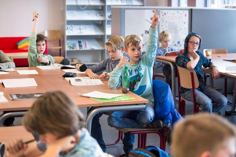Een klas op het Odulphuslyceum in Tilburg speciaal voor kinderen die op de basisschool een of meerdere groepen hebben overgeslagen. Beeld Arie Kievit