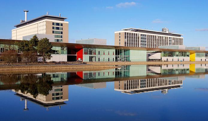 De 'slimste vierkante kilometer van Europa' komt in Amerikaanse handen voor een astronomisch bedrag. De huidige 'huisbaas' Marcel Boekhoorn verkoopt de High Tech Campus in Eindhoven voor dik één miljard euro aan het Amerikaanse Oaktree.
