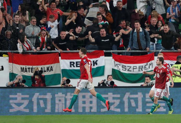 Mate Patkai (links) viert zijn goal.